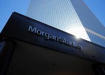 Il logo di Morgan Stanley nella sede della società a San Diego, California.   REUTERS/Mike Blake/File Photo