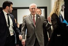 El secretario de Estado de Estados Unidos, Rex Tillerson, en Bonn, Alemania. 17/02/2017. El secretario de Estado de Estados Unidos, Rex Tillerson, buscó el viernes calmar a sus aliados ante la idea de que Washington estuviera acercándose a la posición de Moscú en la guerra de Siria y afirmó que su país respaldaba los esfuerzos de Naciones Unidas por lograr una solución política, dijeron diplomáticos y funcionarios.    REUTERS/Brendan Smialowski/Pool