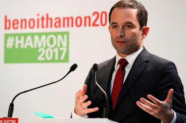 2月17日、仏大統領選の左派候補が共闘を模索する。写真はブノワ・アモン氏。パリで11日撮影(2016年 ロイター/Philippe Wojazer)
