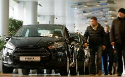FILE PHOTO:  Visitors walk past Ford cars at a dealership of Genser company in Moscow, Russia, February 14, 2017.   REUTERS/Maxim Shemetov/File Photo
