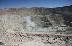 Imagen de archivo del yacimiento de Escondida en Antofagasta, en el norte de Chile, mar 31, 2008. El sindicato de Escondida en Chile, la mina de cobre más grande del mundo, dijo el lunes que fracasó un intento de diálogo con la empresa para un nuevo contrato colectivo, por lo que mantendrán una huelga que ya se extiende por 12 días.   REUTERS/Ivan Alvarado