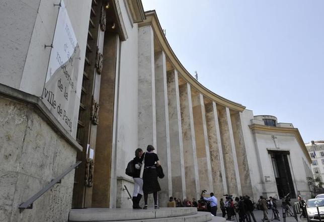 2月20日、スパイダーマン(クモ男)の異名を持つフランスの窃盗犯が、パリ市立近代美術館(写真)から絵画5点、1億0400万ユーロ(約125億円)相当を盗んだとして8年の禁錮刑と20万ユーロの罰金刑を受けた。写真は2010年5月撮影(2017年 ロイター/Philippe Wojazer)