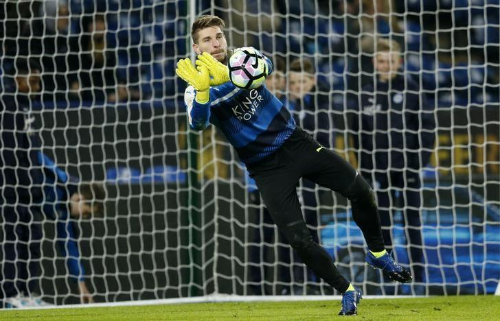 Britain Football Soccer - Leicester City v Derby County - FA Cup Fourth Round Replay - King Power Stadium - 8/2/17 Leicester City's Ron-Robert Zieler warms up before the match  Action Images via Reuters / Andrew Boyers Livepic
