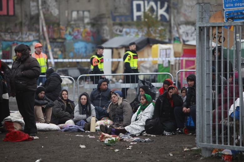 Police evict EU migrants from a camp in Malmoe, Sweden, November 3, 2015. Swedish police have started clearing the Roma camp in Malmo after a several month-long standoff between city authorities and about 200 people who had settled there. REUTERS/Drago Prvulovic/TT News Agency