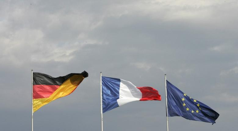 FILE PHOTO - Flags of Germany, France and Europe flutter at the Chancellery in Berlin May 16, 2007. REUTERS/Tobias Schwarz (GERMANY)