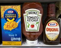FILE PHOTO --  A Heinz Ketchup bottle sits between a box of Kraft macaroni and cheese and a bottle of Kraft Original Barbecue Sauce on a grocery store shelf in New York City, New York, U.S. March 25, 2015.  REUTERS/Brendan McDermid/File Photo