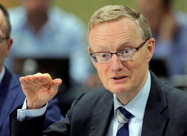 2月22日、オーストラリア準備銀行のロウ総裁は、経済成長の加速を望んでいるとする一方、金融政策による成長押し上げは借り入れ増加につながり、国家の利益にはならないとの認識を示した。シドニーで昨年9月撮影(2017年 ロイター/Jason Reed)