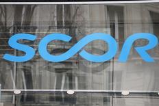 Scor a indiqué vouloir augmenter le dividende qui sera versé cette année à ses actionnaires. /Photo d'archives/REUTERS/Charles Platiau