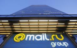 Логотип Mail.ru на штаб-квартире группы в Москве 5 апреля 2016 года. Одна из крупнейших интернет-компаний России Mail.ru Group ждет роста выручки в 2017 году, сообщила компания в среду. REUTERS/Maxim Shemetov