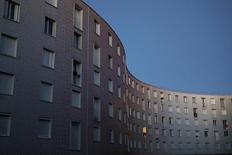 Le logement social en France est d'un accès trop long et complexe et il ne répond que très imparfaitement à sa mission d'accueillir les populations aux revenus les plus bas. /Photo prise le 8 septembre 2016/REUTERS/Joe Penney