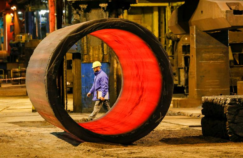 FILE PHOTO:A worker walks in the foundry at the Areva Creusot Forge site in Le Creusot, France, January 11, 2017.  REUTERS/Robert Pratta/File Photo