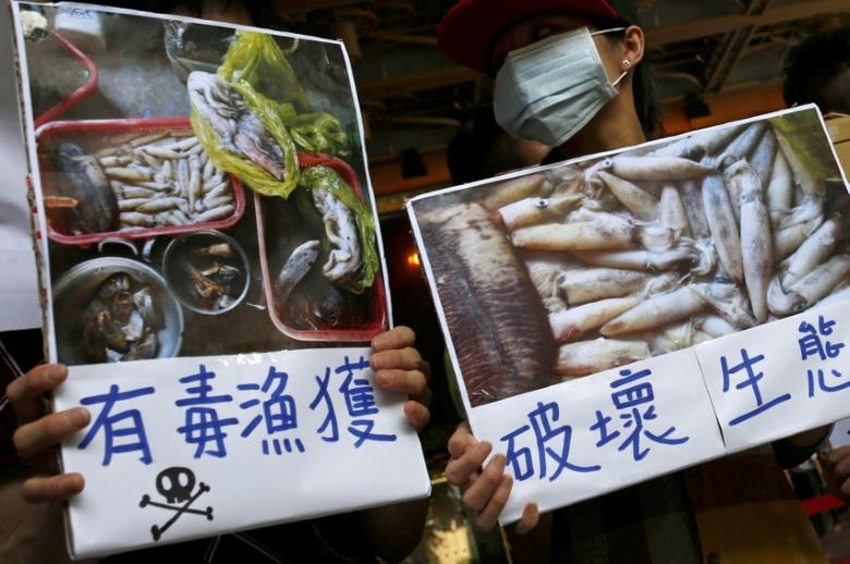 Protesters hold placards during a protest calling for Taiwanese largest industrial group Formosa Plastics to investigate and voluntarily disclose its own findings on massive fish deaths in Vietnam, in Taipei, Taiwan, June 17, 2016. The sign (L) reads: ''Poisonous fish''. REUTERS/Tyrone Siu/File Photo