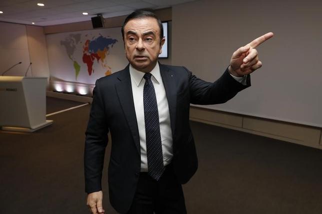2月23日、日産自動車は、西川廣人・共同CEO(63)が4月1日付で社長に就任する人事を発表した。カルロス・ゴーン会長兼社長(62)は引き続き代表権のある取締役会長を務める。写真はカルロス・ゴーン会長兼社長。フランスのブローニュ=ビヤンクールで10日撮影(2017年 ロイター/Philippe Wojazer)