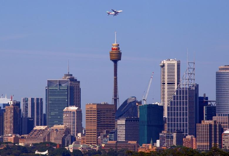 An Emirates Airlines Airbus A380 plane flies above Sydney's central business district after taking off from Sydney International Airport in Australia, November 25, 2016.  REUTERS/David Gray