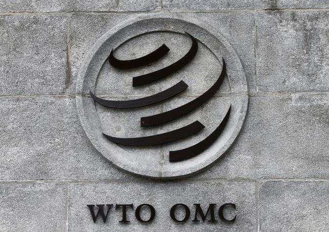 2月22日、世界貿易機関(WTO)に加盟する国・地域の間での関税手続きの簡素化などを盛り込んだ「貿易円滑化協定」が22日、発効した。写真はWTOのロゴ。ジュネーブのWTO本部で昨年6月撮影(2017年 ロイター/Denis Balibouse)