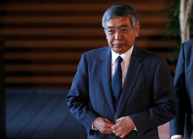 2月23日、日銀の黒田東彦総裁は月例経済報告に関する関係閣僚会議で、日本の長期金利の動向について「横ばい圏内で推移している」との認識を示した。首相官邸で1月撮影(2017年 ロイター/Toru Hanai)