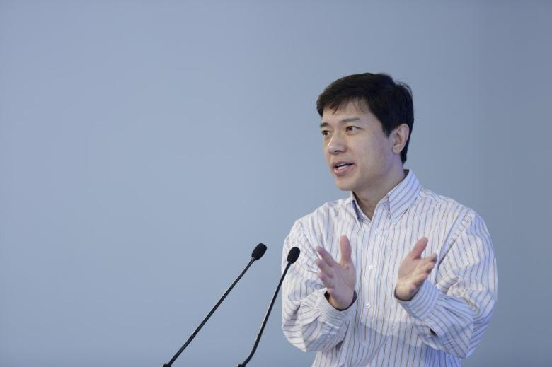 FILE PHOTO: Baidu Inc. Chairman and Chief Executive Robin Li speaks in Wuzhen town of Jiaxing, Zhejiang province, China, December 17, 2015. REUTERS/Aly Song/File Photo - RTSW2AX