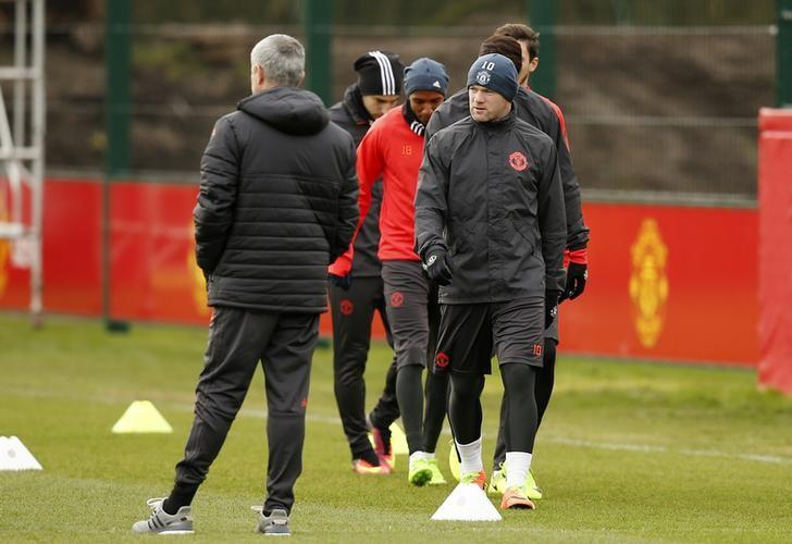 Britain Football Soccer - Manchester United Training - Manchester United Training Ground - 21/2/17 Manchester United's Wayne Rooney and manager Jose Mourinho (L) during training Reuters / Andrew Yates Livepic