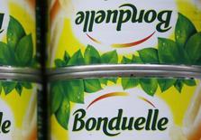 Bonduelle a annoncé jeudi le rachat du groupe californien non coté Ready Pac Foods, spécialisé notamment dans les salades en portion individuelle, afin d'accroître son expansion aux Etats-Unis, qui deviendra son premier pays d'exploitation. /Photo d'archives/REUTERS/Régis Duvignau