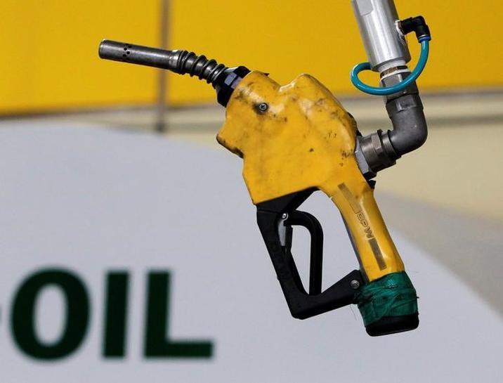 Oil slips as stockpiles rise for seventh week