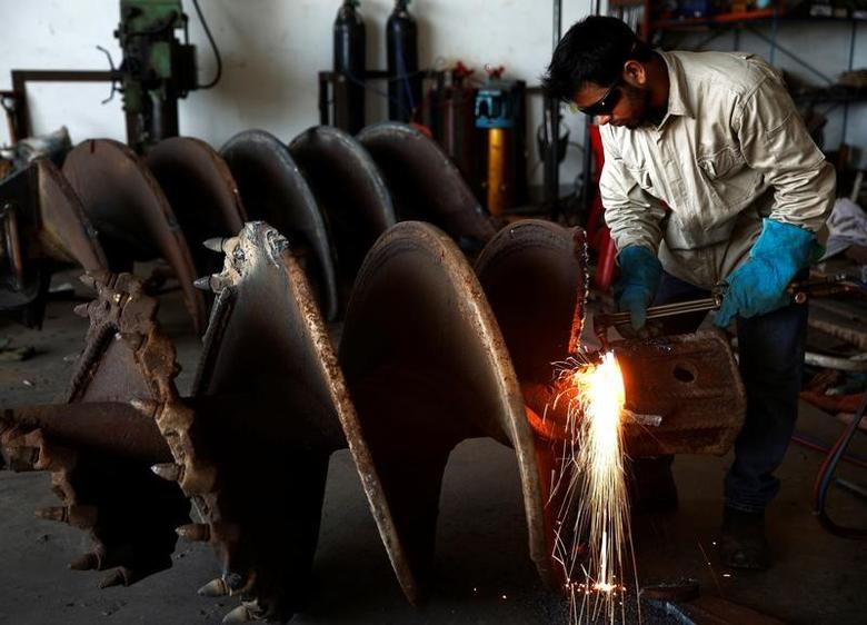 A worker welds steel at a factory in the industrial zone of Jurong in western Singapore  April 4, 2016. REUTERS/Edgar Su/File Photo