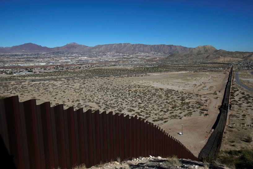 U.S. agency seeks ideas for Trump's proposed border wall