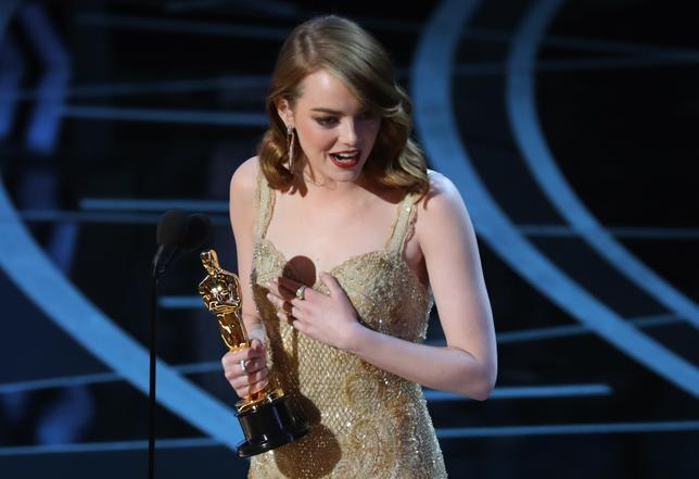2月26日、第89回米アカデミー賞の授賞式がハリウッドで開催され、主演女優賞は「ラ・ラ・ランド」のエマ・ストーン(28)が受賞した(2017年 ロイター/Lucy Nicholson)