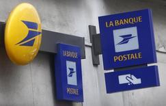 La Banque postale a officialisé lundi le lancement d'une banque 100% en ligne. /Photo d'archives/REUTERS/Mal Langsdon