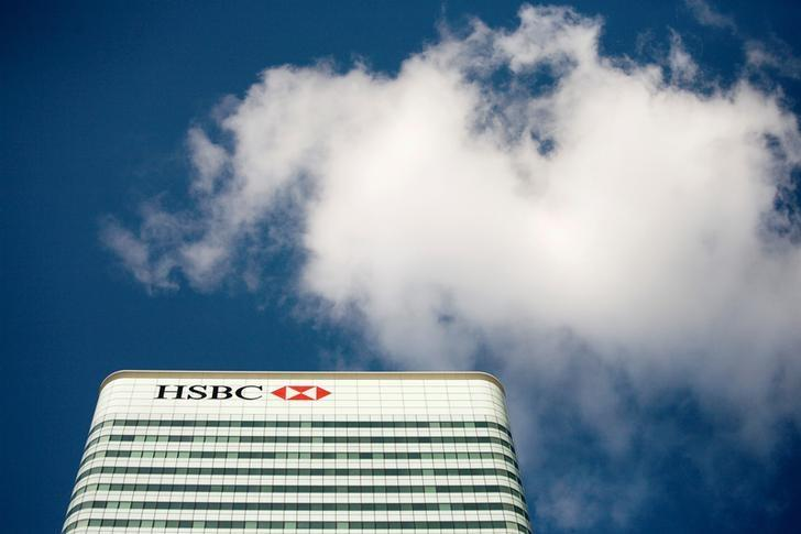 FILE PHOTO:  The HSBC building is seen in Canary Wharf, London, Britain, October 8, 2008.    REUTERS/Kevin Coombs/File Photo