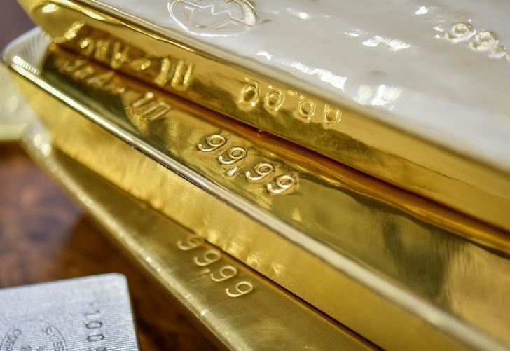 Gold bars are seen at the Kazakhstan's National Bank vault in Almaty, Kazakhstan, September 30, 2016.  REUTERS/Mariya Gordeyeva/File Photo -