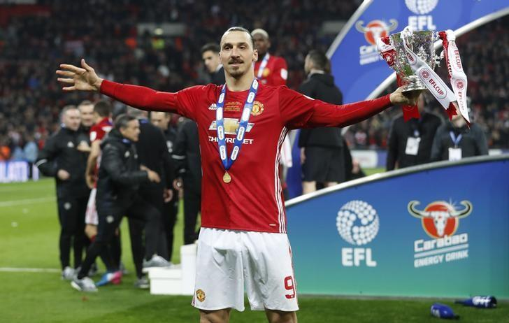 Britain Soccer Football - Southampton v Manchester United - EFL Cup Final - Wembley Stadium - 26/2/17 Manchester United's Zlatan Ibrahimovic celebrates with the trophy Action Images via Reuters / Carl Recine/ Livepic/ Files