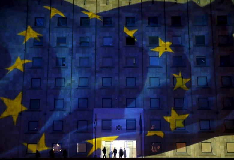 The European flag is projected on the government building in Tbilisi, Georgia, December 18, 2015. REUTERS/David Mdzinarishvili