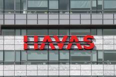 Havas prévoit de relever son dividende après avoir signé une croissance solide en 2016, le rebond de ses activités en Amérique du Nord en fin d'année ayant compensé la dégradation de ses ventes dans les pays émergents. /Photo d'archives/REUTERS/Benoit Tessier