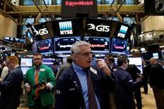 La Bourse de New York a ouvert en léger repli jeudi, marquant une pause après les records inscrits la veille. Quelques minutes après le début des échanges, l'indice Dow Jones abandonne 9,93 points, soit 0,05%. /Photo prise le 1er mars 2017/REUTERS/Brendan McDermid