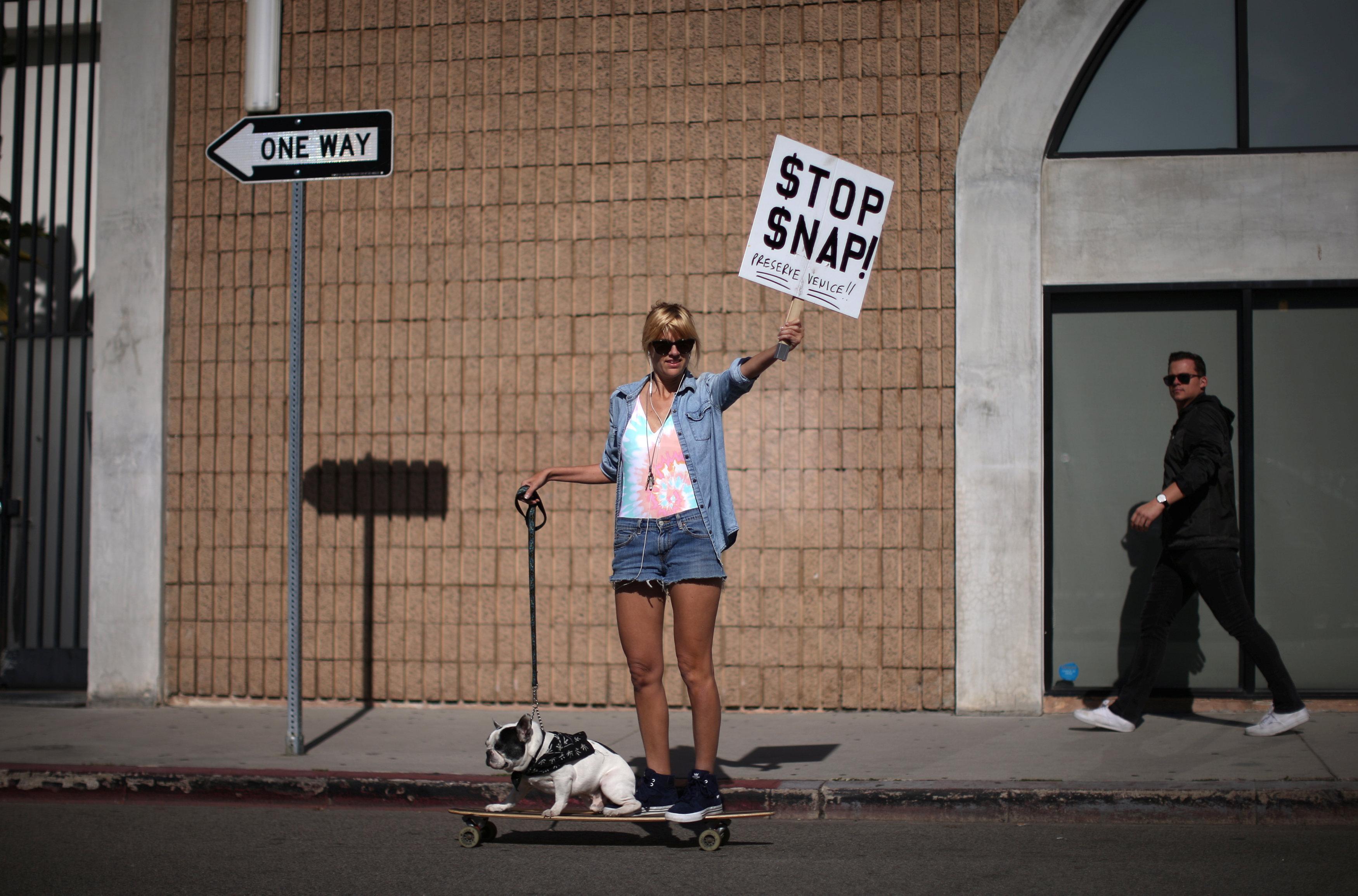 Snap HQ破坏社区,威尼斯海滩抗议者说