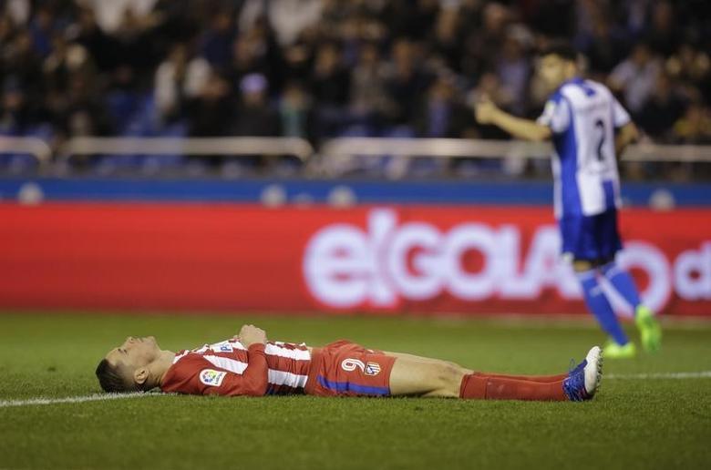 Football Soccer - Deportivo Coruna v Atletico Madrid - Spanish La Liga Santander - Riazor Stadium, A Coruna, Spain,  2/3/17  Atletico Madrid's Fernando Torres reacts.      REUTERS/Miguel Vidal