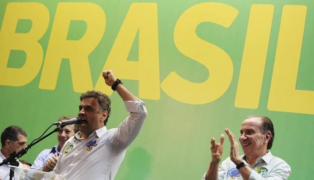 3月2日、ブラジルのテメル大統領は、健康問題を理由に辞任したセラ外相の後任に、アロイジオ・ヌネス上院議員(71、写真右)を指名した。同氏は昨年の米大統領選でトランプ氏が勝利したことを批判していた。写真はブラジルのサンパウロで2014年10月撮影(2017年 ロイター/Nacho Doce)