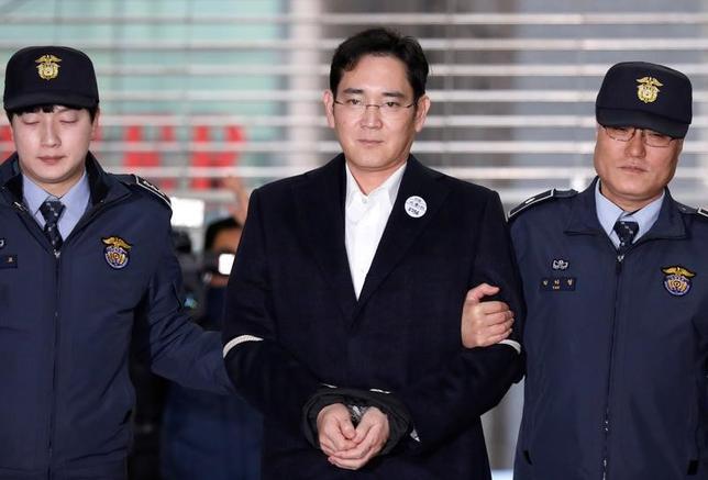 3月3日、韓国サムスングループの事実上トップで、サムスン電子副会長の李在鎔氏の裁判が9日に始まることが、裁判所の記録で明らかになった。写真はソウルで2月撮影(2017年 ロイター/Kim Hong-Ji)