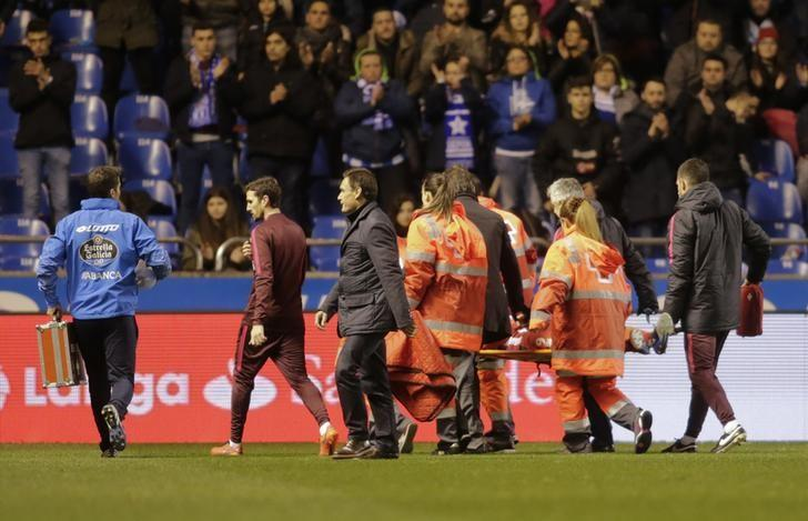 Football Soccer - Deportivo Coruna v Atletico Madrid - Spanish La Liga Santander - Riazor Stadium, A Coruna, Spain,  2/3/17  Paramedics carry Atletico Madrid's Fernando Torres on a stretcher to a waiting ambulance after he suffered a head injury during the match. REUTERS/Miguel Vidal