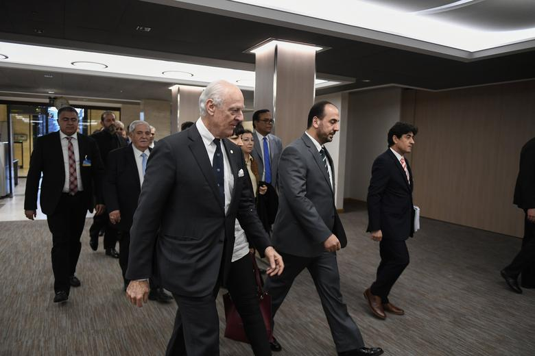 UN Special Envoy of the Secretary-General for Syria Staffan de Mistura (C) arrives with Syria's main opposition High Negotiations Committee (HNC) leader Nasr al-Hariri (2ndR) and delegates to take part in Syria peace talks at the European headquarters of the United Nations in Geneva, Switzerland, March 2, 2017.   REUTERS/Philippe Desmazes/Pool