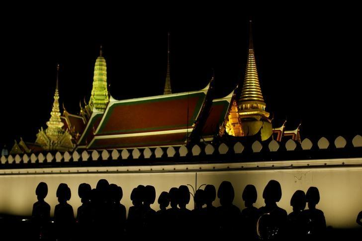 Thailand royal honour guards stand at the door of Grand Palace in Bangkok, Thailand, December 1, 2016.  REUTERS/Jorge Silva
