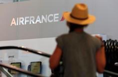 Les hôtesses et stewards d'Air France sont appelés à la grève du 18 au 20 mars à l'initiative de deux de leurs principaux syndicats, le SNPNC et l'Unsa-PNC, pour protester contre les efforts qui leur sont demandés et la création d'une nouvelle compagnie long-courrier à coûts réduits. /Photo d'archives/REUTERS/Philippe Laurenson