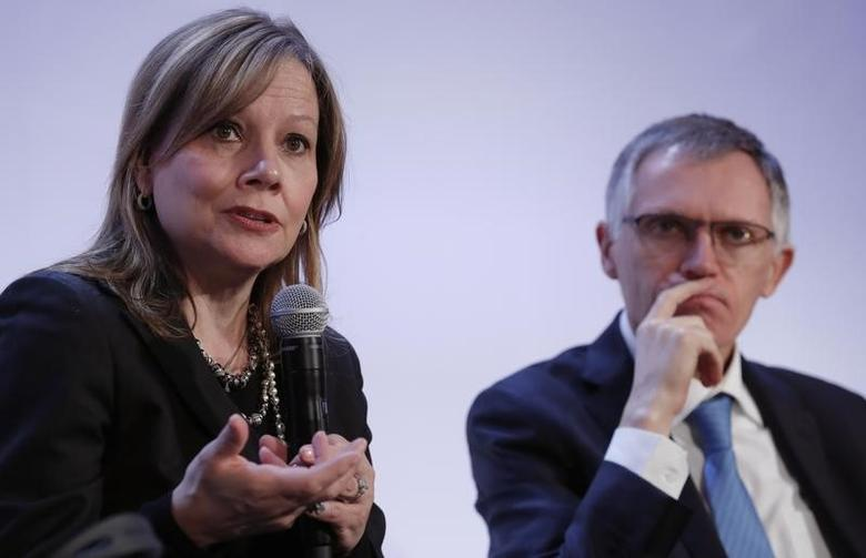 Carlos Tavares (R), Chairman of the Managing Board of French carmaker PSA Group, and Mary Barra, chairwoman and CEO of General Motors, attend a news conference in Paris, France, March 6, 2017.   REUTERS/Christian Hartmann