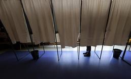 Matthias Fekl a annoncé lundi l'abandon du vote électronique pour les Français de l'étranger pour les élections législatives de juin, invoquant des raisons de sécurité dans un contexte électoral marqué par des soupçons de cyber-déstabilisation imputée notamment à la Russie. /Photo prise le 20 novembre 2016/REUTERS/Eric Gaillard