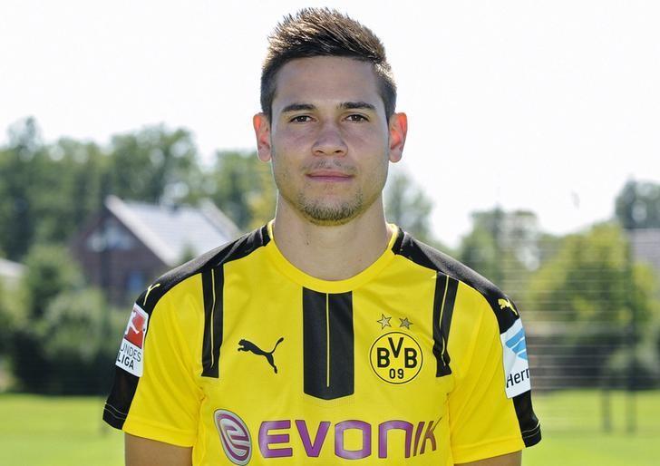 Football Soccer - Borussia Dortmund - German Bundesliga - Signal Iduna Park - Dortmund, Germany - 17/08/16. Borussia Dortmund's Raphael Guerreiro. REUTERS/Ralph Orlowski