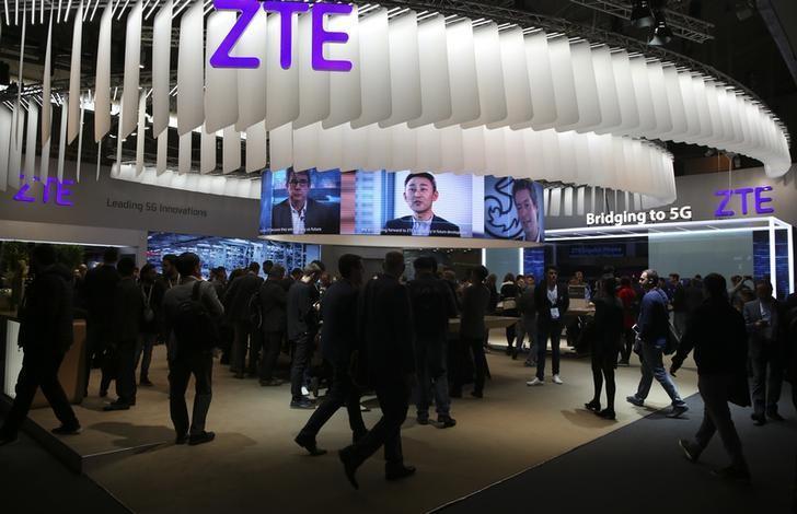 2017年2月27日,西班牙巴塞罗那,世界移动大会上的中兴通讯展台。REUTERS/Paul Hanna