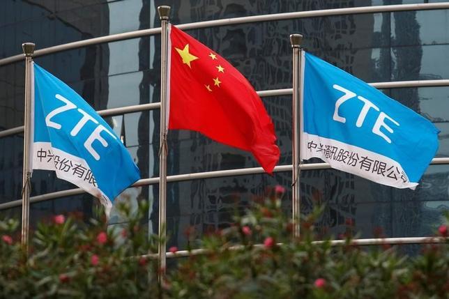 3月7日、中国の通信機器メーカー、中興通訊(ZTE)は、イランおよび北朝鮮への米製品・技術の輸出を制限する米国の法律に違反したことを認め、総額8億9200万ドルを支払うことで米当局と合意した。写真は中国深センにある同社研究開発センタービルで、昨年4月撮影(2017年 ロイター/Bobby Yip)