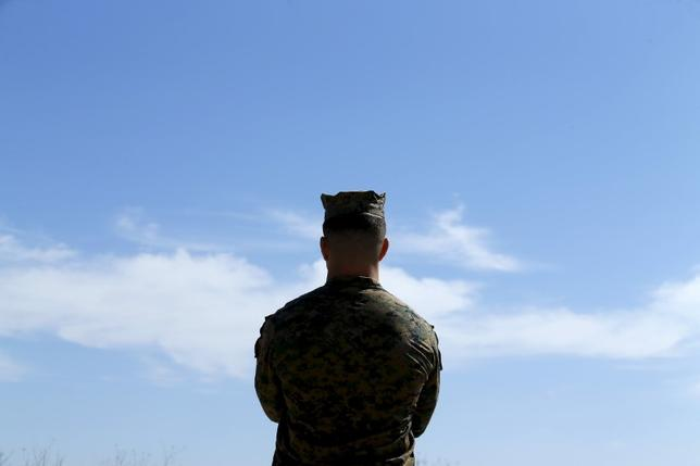 3月7日、海兵隊員や退役軍人がメンバーのファイスブックのグループが女性隊員のヌード写真を共有していたとされる疑惑について、米海兵隊トップのロバート・ネラー総司令官は、ビデオメッセージを発表し、これを強く非難した。写真は昨年2月カリフォルニアで撮影(2017年 ロイター/Mike Blake)