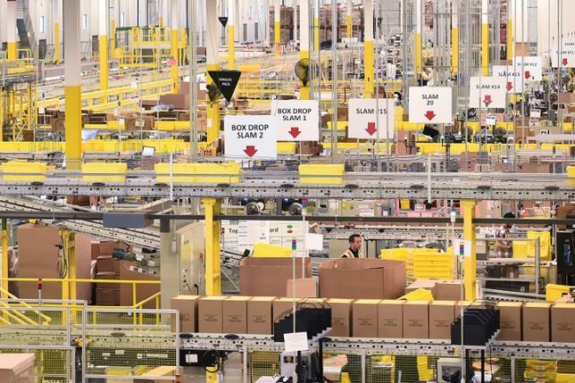 3月8日、1月の米卸売在庫高は前月比0.2%減少し、昨年2月以来の大きな落ち込みとなった。写真はカリフォルニア州のアマゾン工場。(2017年 ロイター/Noah Berger)