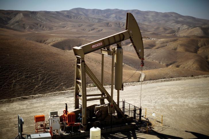 图为2013年4月资料图片,显示美国加州的一处页岩油装置。REUTERS/Lucy Nicholson